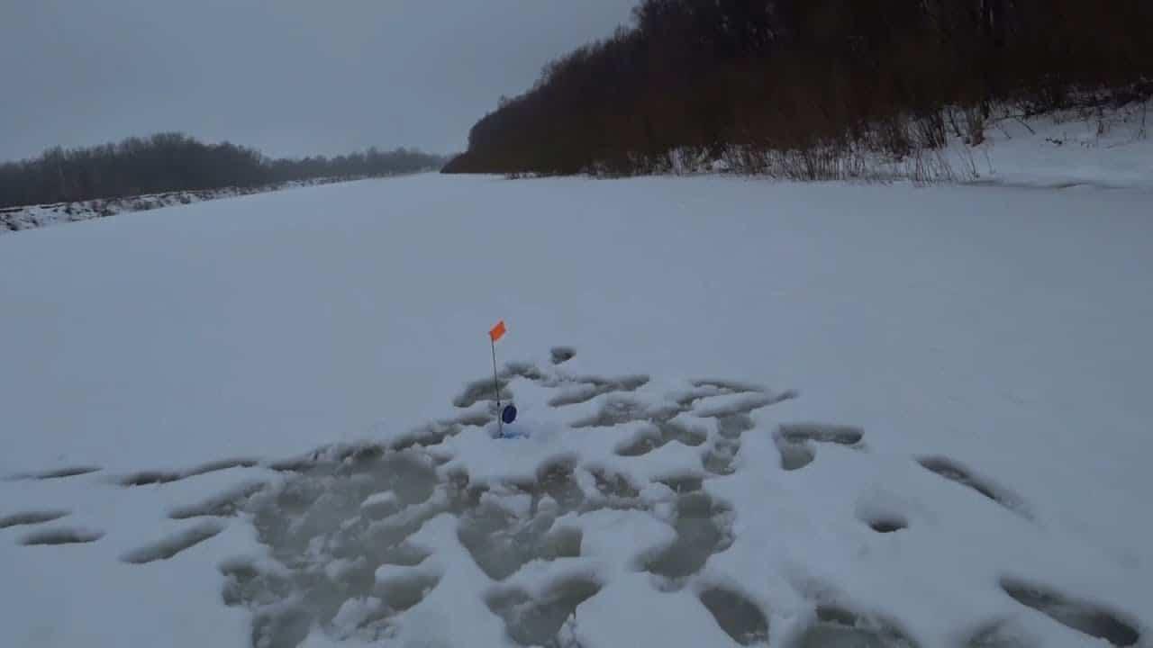 Рыбалка зимой с ночевкой: домашний быт в палатке, ловля плотвы, судака, налима ночью