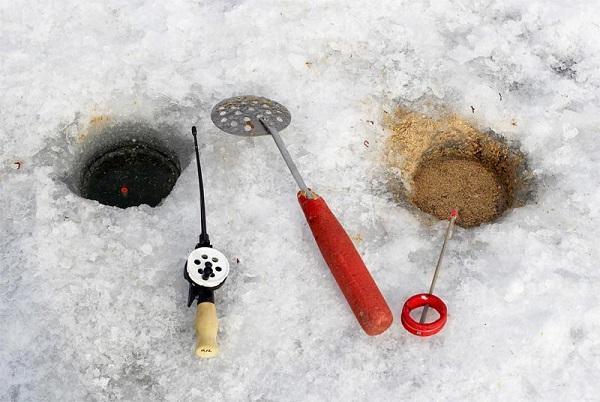 Ловля плотвы зимой на поплавок со льда: поиск, оснастка зимней поплавочной удочки