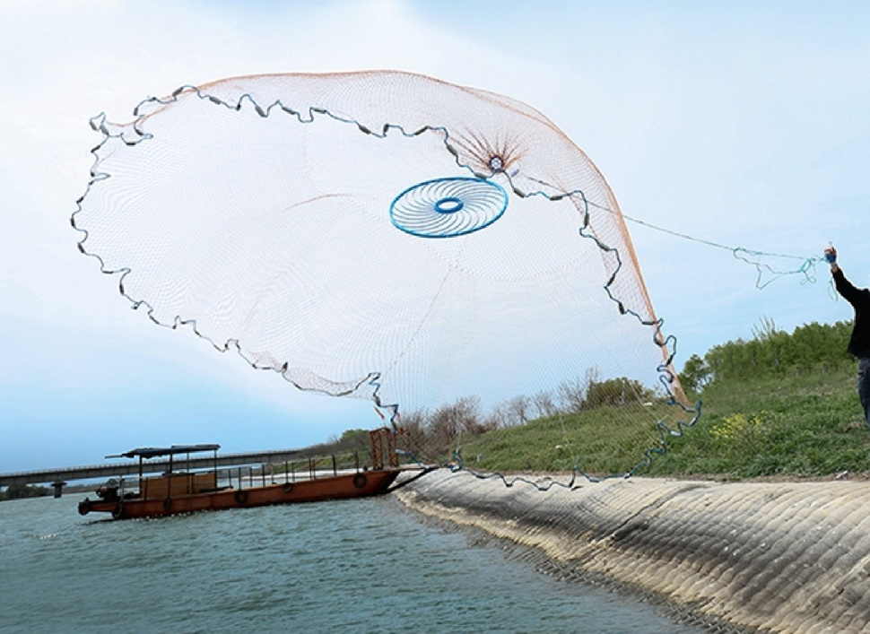 Как поймать осенью живца, сохранить и перевезти на место рыбалки
